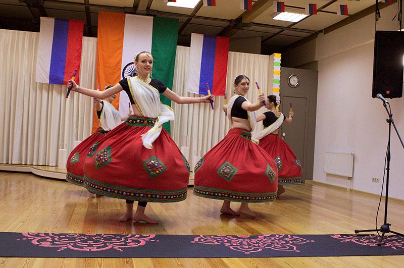 Танцевальный коллектив «Amritsar Project». Народный танец штата Гуджарат - «Дандия»